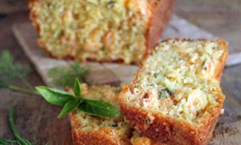 Cake au saumon, aneth, mascarpone et autres herbes fraîches