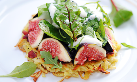 Salade de figues en pommes darphin, sauce Roquefort