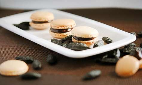 Macarons au chocolat noir et à la fève Tonka