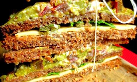 Sandwich végétarien à étages