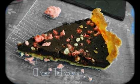 Tarte au chocolat noir et pralines roses
