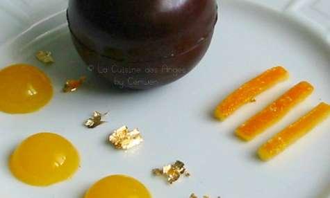Mousse au chocolat noir et écorces d'oranges confites en coque de chocolat
