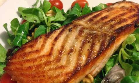 La salade de saumon poêlé et cranberries