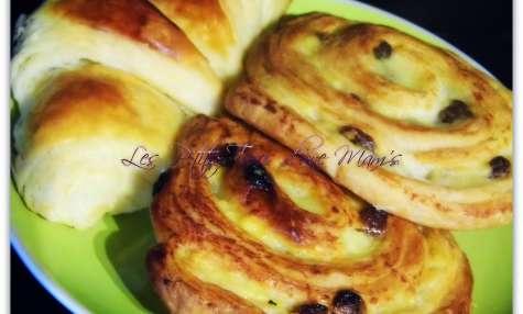 Viennoiseries : croissants, pains au chocolat et pains aux raisins