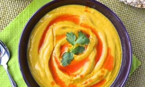 Potage de chou-fleur rôti au lait de coco et son huile parfumée