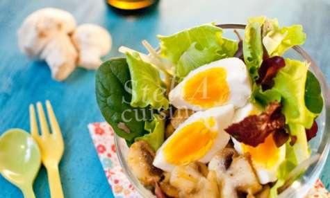 Salade tiède aux oeufs durs et champignons au curry