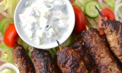 Kebabs d'agneau et raïta à la menthe