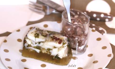 Terrine de poisson en gelée d'herbes et crème fouettée à la tapenade