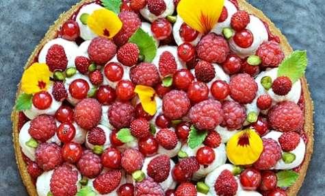 Biscuit pistache, fruits rouges, chantilly citron vert