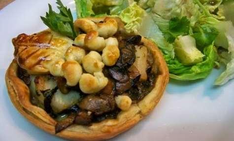 Tartelettes de Saint-Jacques aux champignons et aux épinards