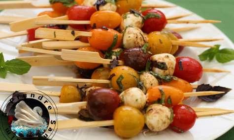Brochettes tomates mozzarella, basilic