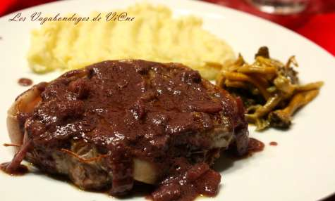 Tournedos, sauce au foie gras et poêlée de chanterelles