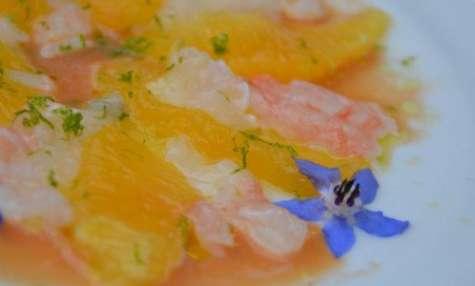 Carpaccio de langoustines aux agrumes et fleurs du jardin