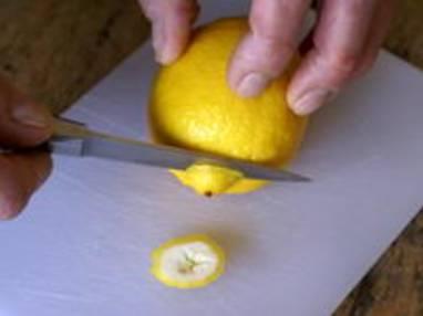 Historier un citron en dents de loup - Etape 1