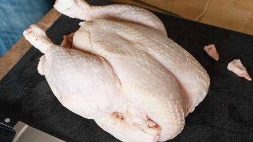 Découper une volaille à cru en 4 ou 8 morceaux - la découpe des flancs