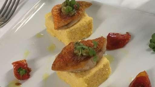 Polenta craquante et filets de rouget poêlés