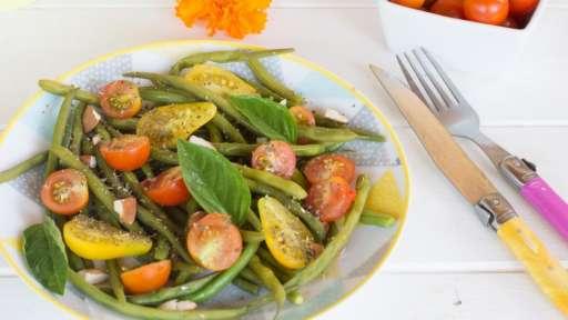 Salade de haricots verts, tomates cerises et basilic -