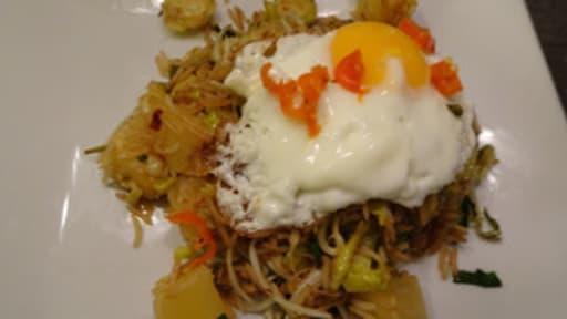 Riz au wok aux choux de Bruxelles, piment et ananas de Nigella Lawson
