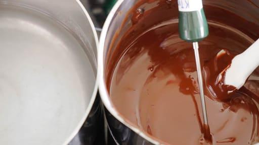 Tablage du chocolat au lait au mycryo