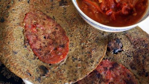 Petites crêpes aux olives noires, poivron et chorizo