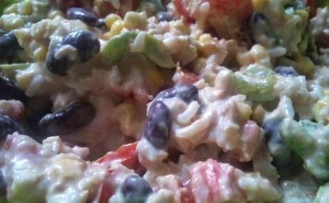Salade de riz, tomates, maïs, avocat, haricots rouges