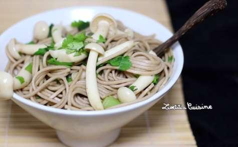 Nouilles soba aux champignons shimeji