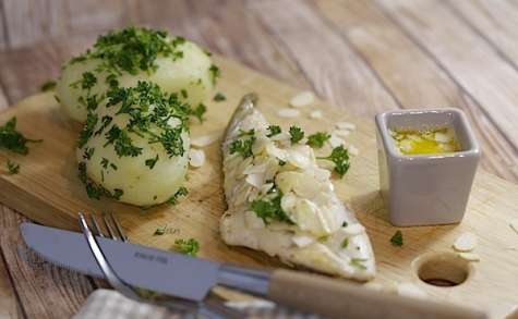 Filets de St-Pierre aux amandes et pommes de terre persillées