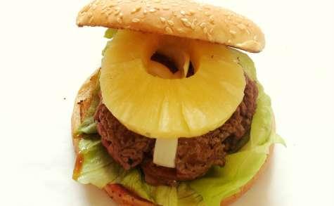 Hamburger maison au boeuf et à l'ananas