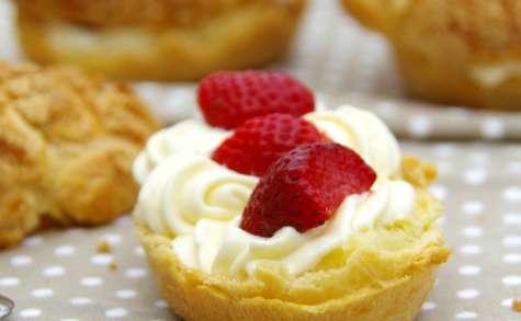 Eclairs craquelins aux fraises et crème vanillée