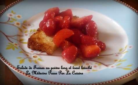Brioche perdue et salade de fraises au poivre long