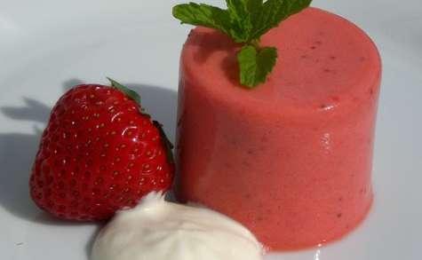 Crème pâtissière à la fraise, crème fouettée