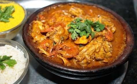 Xinxim de galinha, un plat de poulet, crevettes (Bahia, Brésil)