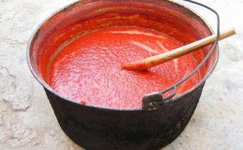 Sauce tomate, passata aux tomates fraîches, anchois, origan