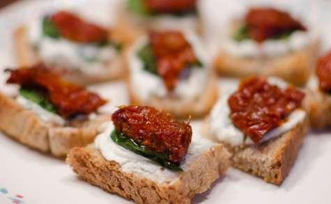 Tapas au chèvre, au basilic et aux tomates séchées