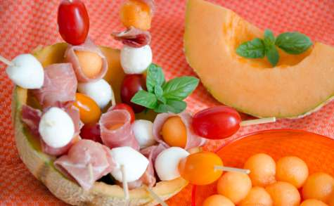 Brochettes de melon mozza et jambon cru