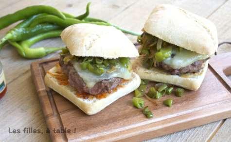 Hamburger de canard et piments doux du Pays Basque