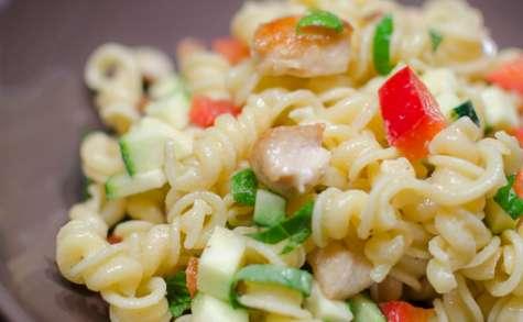 Salade de pâtes aux légumes et au poulet