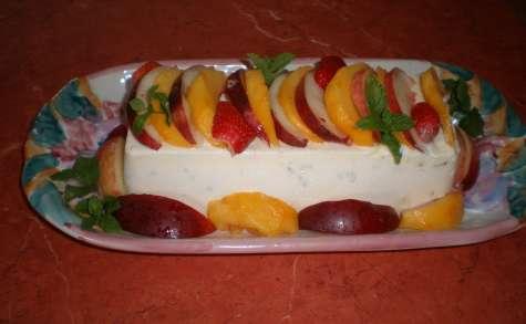 Crème glacée aux amaretti, pêches, nectarines et fraises