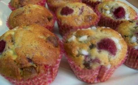 Muffins aux framboises, pépites chocolat blanc et pépites chocolat noir