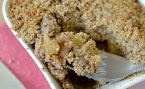 Andouille de Guémené et pommes, en crumble de blé noir et noisettes