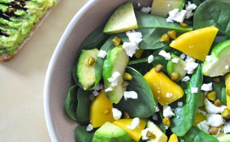 Salade épinards mangue avocat