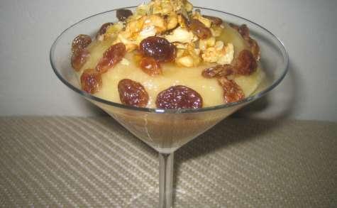 Compote coing-pomme, raisins secs et noix
