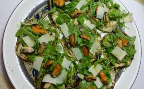 Aubergines grillées avec roquette, parmesan et moules