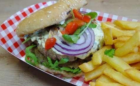 """Hamburger à l'orientale, ketchup """"maison"""" et sauce kébab"""