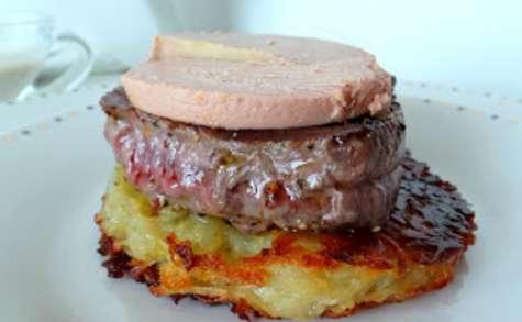 Tournedos de bœuf au foie gras sur galette de pommes de terre