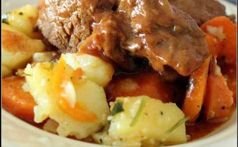 Goulasch de boeuf à la sauge et ses légumes sautés