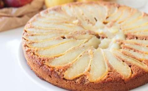 Gâteau vegan renversé aux poires à l'amande et la fleur d'oranger