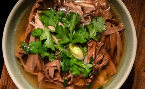 Soupe vietnamienne au bambou et au poulet