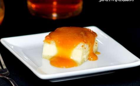 Gâteau magique et son coulis de caramel au cidre ou jus de pommes.