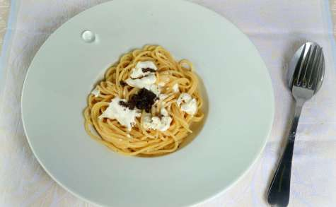 Spaghettis à la burrata et crème de truffe